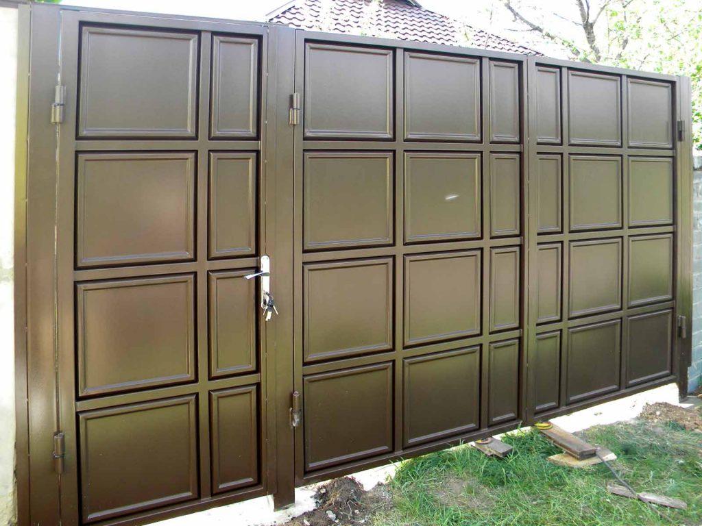 Ворота из металлической штампованной филенки